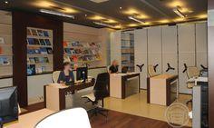 Zabudowa typowej biblioteki boazerie z wbudowanymi szafami i regałami na książki,  stoły biurka i regały jezdne http://www.arscracovia.com/meble-biblioteczne