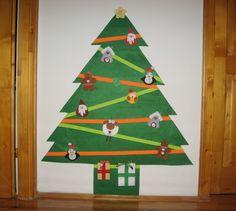 Pici fiamnak készítettem ezt a filc karácsonyfát színes tépőzárakkal és filc díszekkel. My Works, Advent Calendar, Holiday Decor, Christmas, Home Decor, Yule, Navidad, Decoration Home, Xmas