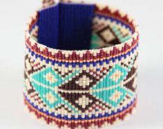 Prende una nuovo Messico città che amo, questo braccialetto Abiquiu perlina Loom si ispira i bei modelli che vedo intorno a me qui ad Albuquerque,