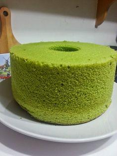 Baking's Corner: Super Soft Chiffon Cake***** - by Cecilia A. Pandan Chiffon Cake, Lemon Chiffon Cake, Pandan Cake, Matcha Sponge Cake Recipe, Sponge Cake Recipes, Green Tea Dessert, Matcha Dessert, Angel Cake, Dessert Dishes