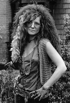 here's Janis Joplin with some great inspiration of how to carry off the look.Janis Joplin at the Hotel Chelsea NYC 1970 photographed by David Gahr Chelsea Nyc, Chelsea Hotel, Rock And Roll, Jimi Hendricks, Acid Rock, Blues, Photo Portrait, Joan Baez, Music Icon