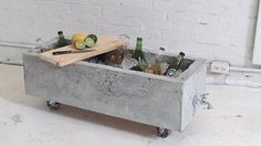 Awesome Easy Fun Concrete DIY Cement Projects for Your Home ! since Roman times Cement and concrete has been with us and the Brutalist current seriously put. Diy Concrete Planters, Concrete Crafts, Diy Planters, Succulent Planters, Succulents Garden, Modern Planters, Concrete Furniture, Diy Furniture, Old Kitchen Cabinets