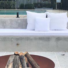 @catalina_burradoo • Instagram-Fotos und -Videos Outdoor Fire, Outdoor Furniture, Outdoor Decor, Hammock, Facade, Floor Plans, Swimming, Sky, Throw Pillows