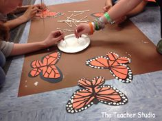 """we LOVED the book """"Flutter"""" and the students loved making these gorgeous butterflies to hang up with their summaries! butterfly craft Flutter Summaries - The Teacher Studio Butterfly Project, Butterfly Crafts, Butterfly Art, Monarch Butterfly, Butterfly Mobile, Kindergarten Art, Preschool Art, Spring Art, Spring Crafts"""