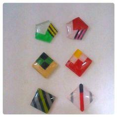 おしゃれで可愛いプラバン(プラ板)アクセサリーを作りませんか?簡単な作り方や、マニキュアやパステルでの綺麗な着色の仕方や比較、レジンでの加工方法などをまとめました。プラバンを使って、あなただけのオリジナルの指輪やピアス、ブローチやキーホルダーなどを作りましょう!(2016/5/8追記)