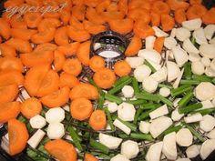 egycsipet: Ételízesítő - vegamix Carrots, Vegetables, Food, Veggies, Carrot, Veggie Food, Meals, Vegetable Recipes, Yemek