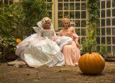Cinderella-Helena-Bonham-Carter-Lily-James.jpg (550×400)
