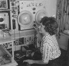 Danish electronic music pioneer Else Marie Pade monitoring her Faust suite composition, 1962 Home Studio Music, Music People, Internet Radio, World Music, Audiophile, Electronic Music, Techno, Dj, Electronics