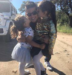 #James en IG: Besos de las princesas.
