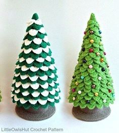25 Crochet Christmas Patterns to Try - A More Crafty Life Crochet Tree, Christmas Stocking Pattern, Cute Christmas Gifts, Crochet Christmas Ornaments, Crochet Crafts, Crochet Ideas, Crochet Projects, Crochet Ornament Patterns, Christmas Crochet Patterns