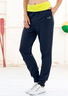 Spodnie dresowe z wywijanym paskiem W • 89.99 zł • bonprix