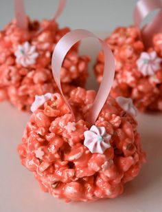 gourmet popcorn --maybe different flavors. can even be used as wedding favors or gourmet popcorn station Pink Popcorn, Popcorn Balls, Sweet Popcorn, Popcorn Wedding Favors, Popcorn Favors, White Marshmallows, Popcorn Recipes, Gourmet Popcorn, Candy Stations
