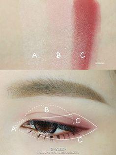 pink/redish eye make-up