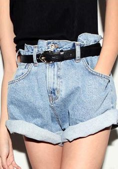 Hight waisted with folded cuffs, this pair of vintage-inspired denim cutoffs is a must-try for any season.