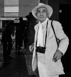 René Burri, in contatto con la vita.   Quest'autunno, ho avuto l'occasione di incontrare René Burri – un sogno che mi ha accompagnato per diversi anni è diventato realtà.  Oggi, su AZIONE, viene fuori la mia intervista con lui: il grande fotografo svizzero racconta la propria visione di immagine, la relazione con il caso e i cambiamenti che hanno trasformato il mondo.
