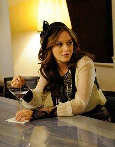 Blair Waldorf in Gossip Girl.Collection of headbands.