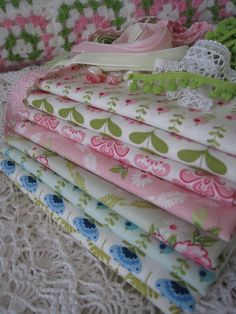 tilda fabrics (this makes think of enfants, things for them) let's create