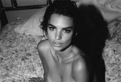 Fashion and erotic photographer Jonathan Leder snaps some candid and incredibly sexy polaroids of the sublime Emily Ratajkowski in this black and whit. Robin Thicke, Emily Ratajkowski, Blurred Lines, Pretty People, Beautiful People, Beautiful Women, Westminster, Gq, Emrata Instagram