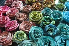 DIY paper flowers w/ coffee filters Handmade Flowers, Diy Flowers, Fabric Flowers, Paper Flowers, Fresh Flowers, Coffee Filter Roses, Coffee Filters, Crafts To Do, Paper Crafts