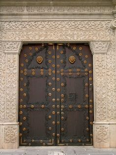 This is a popular style of doorway in Antigua.