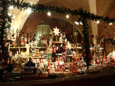 Massor av julsaker till salu.
