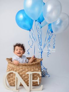 A kid is sitting in a basket for a photoshoot. Balloon Basket, Baby Balloon, One Year Old Baby, 1st Birthday Photoshoot, Welcome Home Baby, Baby Baskets, Blue Balloons, Little Star, Cute Kids