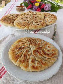 Aleda konyhája: Máramarosi rücskös palacsinta - Plăcintă creață din Maramureș Waffles, Pancakes, Pita Pizzas, Laksa, Hungarian Recipes, Apple Pie, Deserts, Fudge, Food And Drink