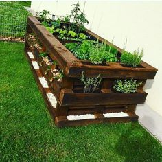 Paletten DIY Hochbeet Garten Möbel aus paletten – diy pallet creations Pallets DIY raised bed garden furniture from pallets Diy Garden Bed, Diy Garden Projects, Garden Boxes, Diy Pallet Projects, Raised Garden Beds, Raised Beds, Indoor Garden, Terrace Garden, Carpentry Projects