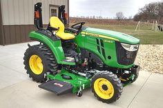 2017 John Deere Price For homeowners, agribusiness, landscape, or municipality on the market for a fully developed with many Small Tractors, Tractors For Sale, Compact Tractors, John Deere Equipment, Heavy Equipment, Compact Tractor Attachments, Garden Tractor Pulling, Zero Turn Lawn Mowers, Tractor Accessories
