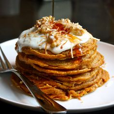 Carrot Cake Pancakes, complete w/ Greek yogurt & cream cheese topping. brunch anyone? Carrot Cake Pancakes, Pancakes And Waffles, Fluffy Pancakes, Breakfast Desayunos, Breakfast Recipes, Breakfast Ideas, Pancake Recipes, Baby Recipes, Carrot Recipes