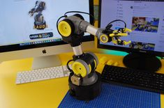 Arduino Robot Arm, Teaching Posts, Arduino Projects, Electronics Projects, Smart Textiles, Diy Robot, Industrial Robots, Interactive Installation, Robot Design