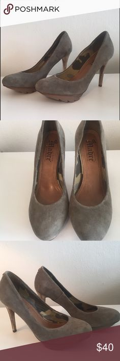 Virgem Madre pumps size 7 BRAND NEW! Perfect condition! Very cute and comfortable Virgem Madre Shoes Heels