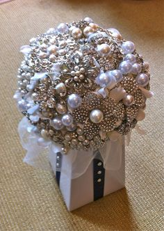How to Make a Brooch Bouquet. Make a lasting bouquet that does not require water. You can make and use jewelry flowers, book page flowers or fabric flowers for an unconventional and elegant look. A brooch bouquet is a stylish choice for a. Brooch Bouquet Tutorial, Button Bouquet, Wedding Brooch Bouquets, Bridesmaid Bouquet, Broschen Bouquets, Diy Bouquet, Wedding Crafts, Diy Wedding, Wedding Flowers