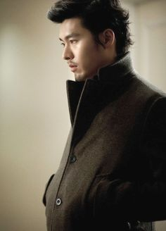 Late Autumn - 2010 (만추 - 晚秋) Korean - Movie - Picture @ HanCinema :: The Korean Movie and Drama Database Asian Actors, Korean Actors, Asian Celebrities, Godfrey Gao, Drama Fever, Late Autumn, Man Character, Hyun Bin, Korean Star