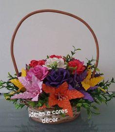 Cesta com flores em eva