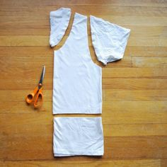 299 ways to alter a t-shirt without ever sewing!