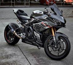 YAMAHA R3 Yamaha Cafe Racer, Yamaha Motorcycles, Cars And Motorcycles, Motorcycle Riding Gear, Moto Bike, Motorcycle Outfit, Yamaha R25, Ducati, Valentino Rossi