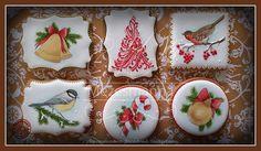Christmas cookies #christmas #cookies #handpainted #mezesmanna #gingerbread #bird #royalicing #icingcookies #ilovechristmas #instaart #instagram #instadaily #instagood #christmascookies #handmade #iloveit