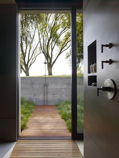 Stunning open shower design with connection to the outdoors. San Joaquin Valley Residence / Aidlin Darling Design