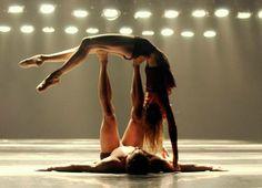 Porté de danse avec les pieds.