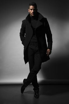 All Black Everything...LOVING the Trench Coat    (via) chateau-de-luxe.tumblr.com