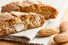 Italské pečené vánoční cukroví - sušenky plněné mandlemi.