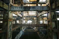 Photos of amazing abandoned places and ruins. Photos of amazing abandoned places and ruins. Abandoned Buildings, Abandoned Places, Famous Buildings, Abandoned Houses, Most Haunted, Haunted Places, Spooky Places, Willard Asylum, Places Around The World