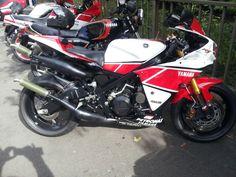 Yamaha RD500 RZ500 R hybrid - My 2 Stroke Blog http://my2strokes.blogspot.ie/ - My ETSY Shop https://www.etsy.com/ie/shop/AncientPastArt?ref=l2-shopheader-name