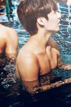 GET OUT OF THE POOL JUNGKOOK AND LEMME SEE YOUR ABS ASDFGHJKL~