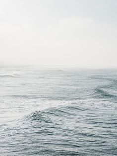 ocean waves / blue / the sea / nature photography Ligne D Horizon, Sea Photography, Travel Photography, All Nature, Ocean Waves, Ocean Ocean, Water Waves, Strand, Summer Vibes
