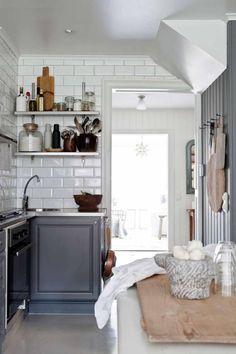 Details: House in Sweden: nicety Shaker Style Kitchen Cabinets, Shaker Style Kitchens, Home Kitchens, Kitchen Reno, Rustic Wood Floors, Sweden House, Cuisines Design, Elegant Homes, Open Shelving