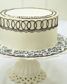 Haniela's: How to Ice a Cake With Swiss Buttercream
