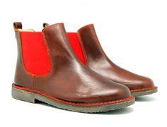 Tienda online de calzado infantil Okaaspain. Calidad al mejor precio fabricado en España. Botín de piel Ciclón con elástico rojo.