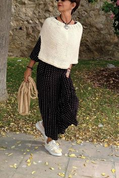 Love the combo, long dress and poncho. Wool Cape, Wool Poncho, Cape Coat, Poncho Sweater, Knitted Poncho, Poncho Outfit, Crochet Shawl, Poncho Knitting Patterns, Ladies Poncho